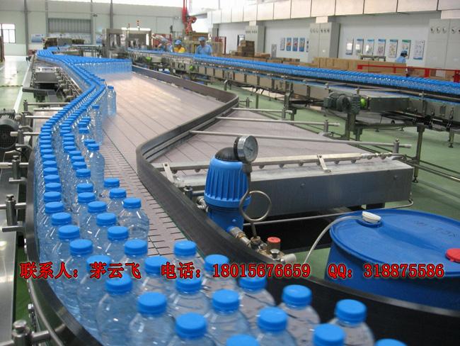 纯净水生产线适用于生产瓶装纯净水、矿泉水、苏打水、矿物质水等不含气且粘性较小的液体。根据瓶身容量以及产量的大小,纯净水生产线可配备半自动或全自动设备。常压灌装机为纯净水生产线的核心设备,以500ml瓶计算,低于每小时2000瓶的产量,一般选用分体式纯净水灌装设备,高于每小时2000瓶的产量,建议使用三合一纯净水灌装机。目前,公司所提供的纯净水生产线可达2000瓶/时~36000瓶/时。 无论产量的大小,纯净水生产线所配水处理设备都是根据水质而定的,一般包括:石英砂过滤器、活性炭过滤器、钠离子交换器、精密过