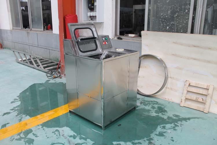 矿泉水灌装线拔盖刷桶机